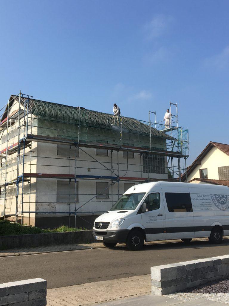 komplette Dach- und Fassadenreinigung